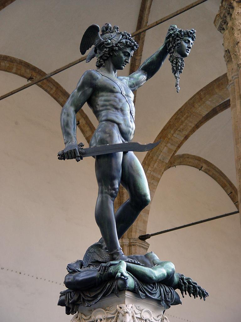 Florencie - Statue of Perseus slaying Medusa - Loggia_ del Lanzi (Piazza della Signoria, Firenze,