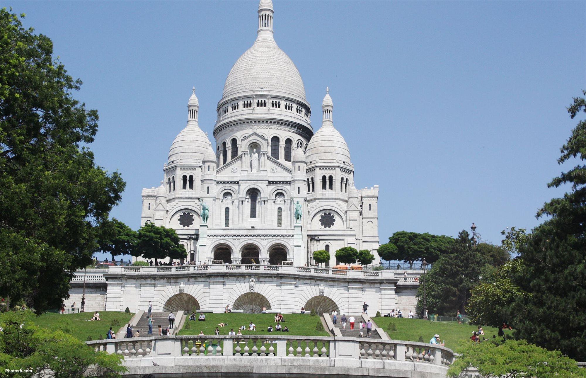 Pariz_metropole_nad_Seinou_01