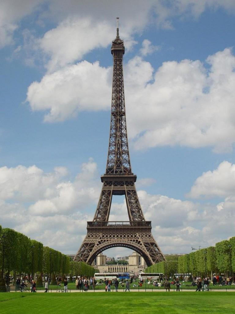 Pariz_metropole_nad_Seinou_02