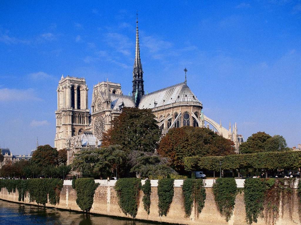 Pariz_metropole_nad_Seinou_05