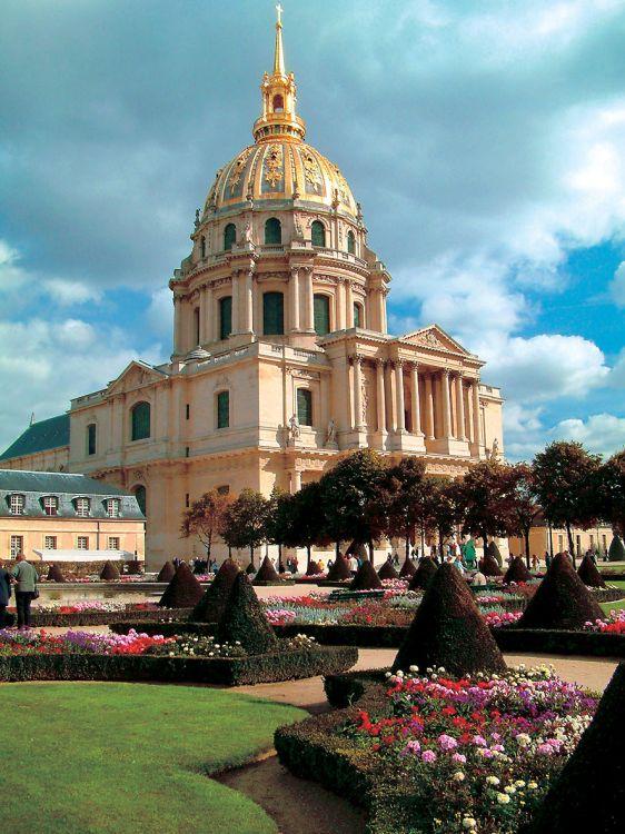 Paříž a zámek fontainebleau