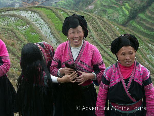 Ženy kmene Miao na rýžových terasách