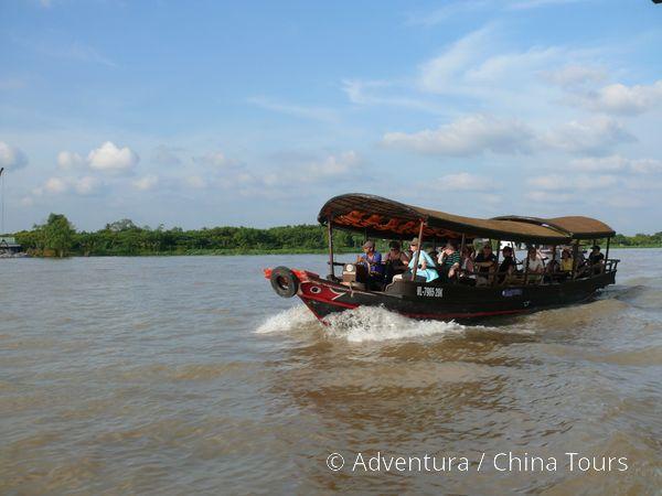 Lodí po deltě Mekongu