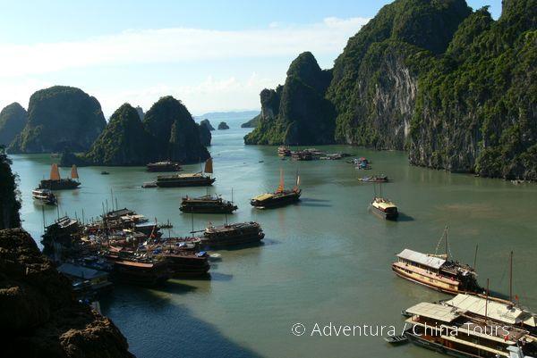 Kotviště lodí, zátoka Halong