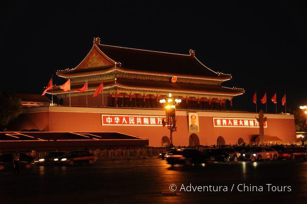 Osvětlená vstupní brána Zakázaného města