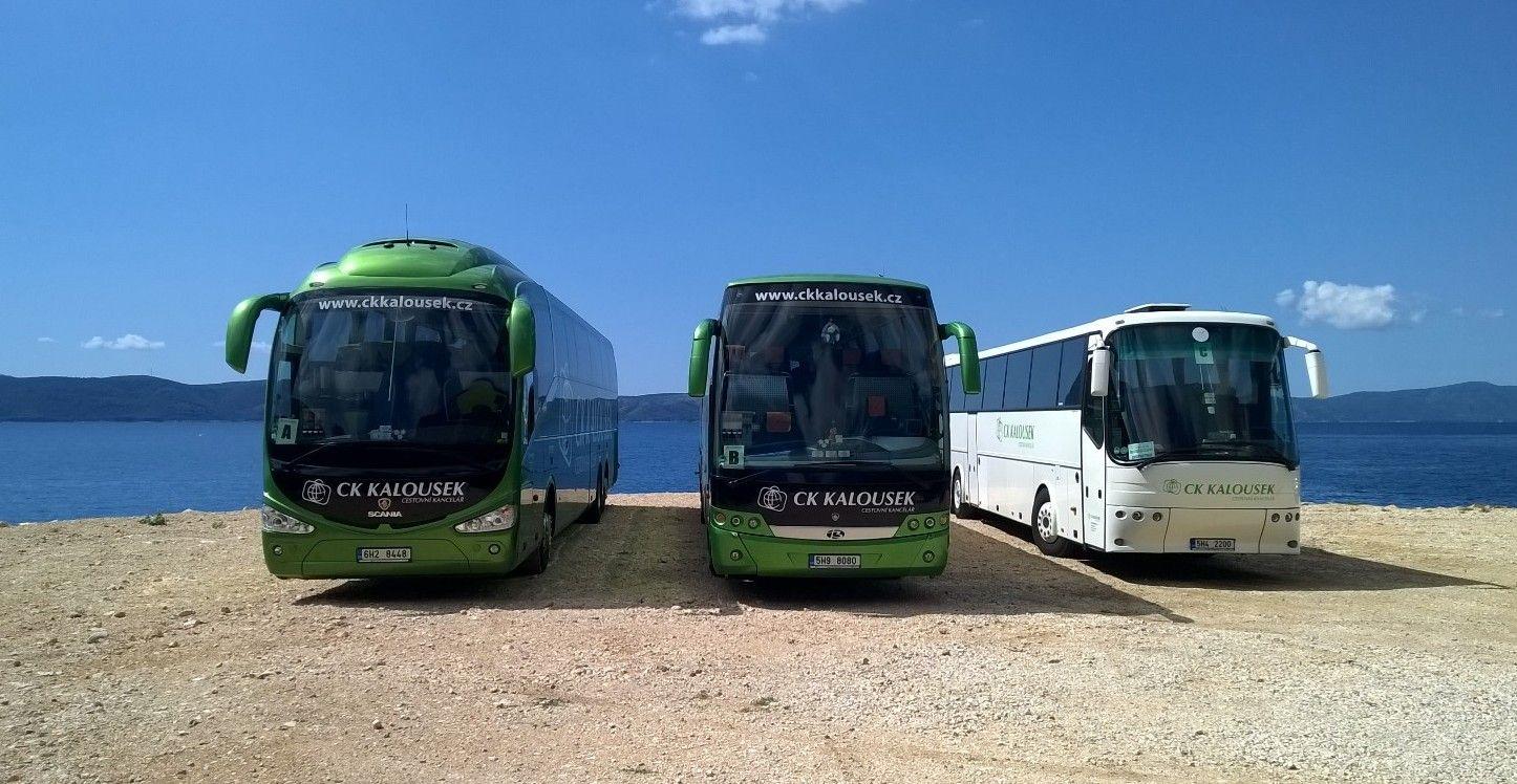 autobusy u moře