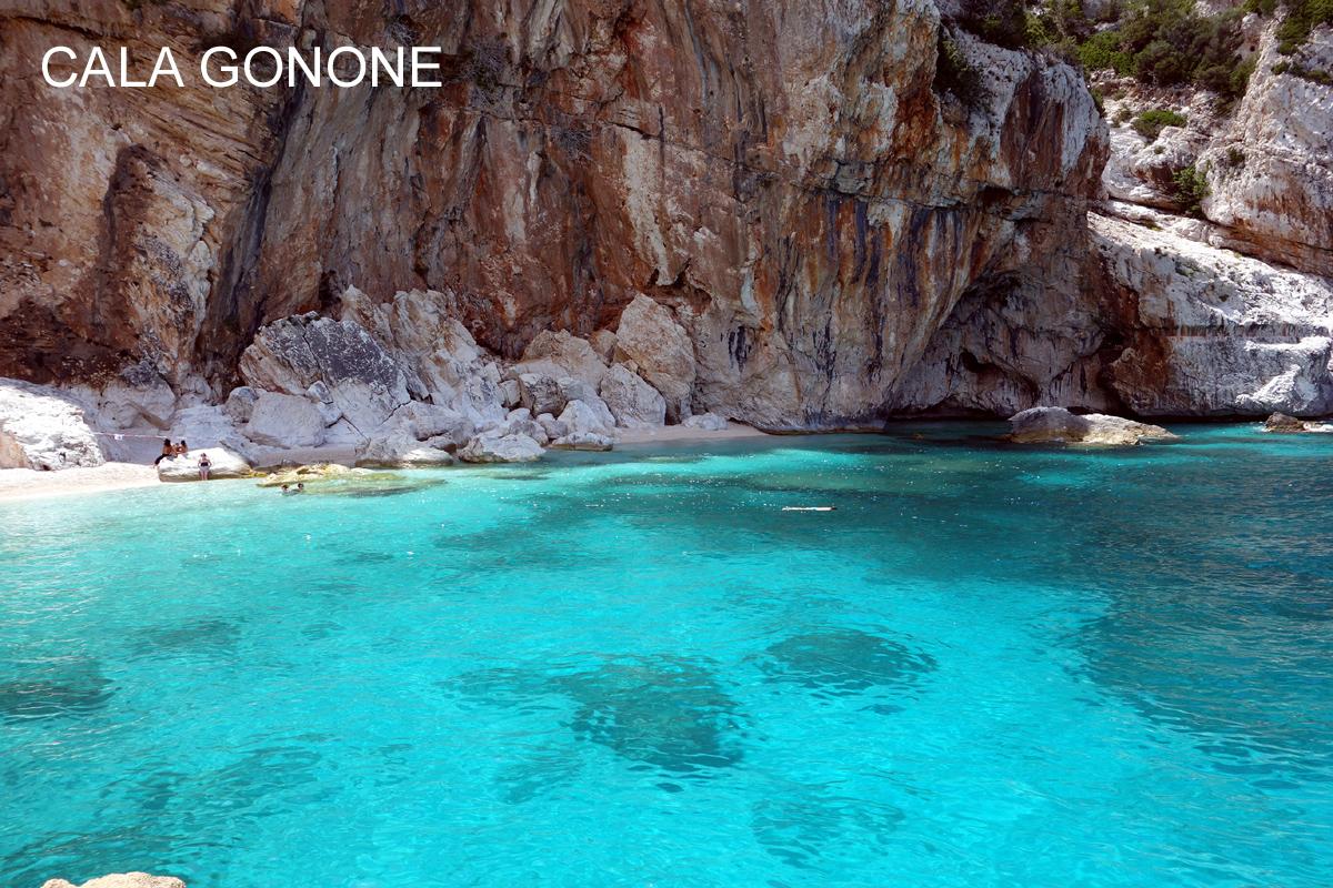 Sardinie, rajský ostrov nurágů v Tyrkysovém moři, letecky hotel