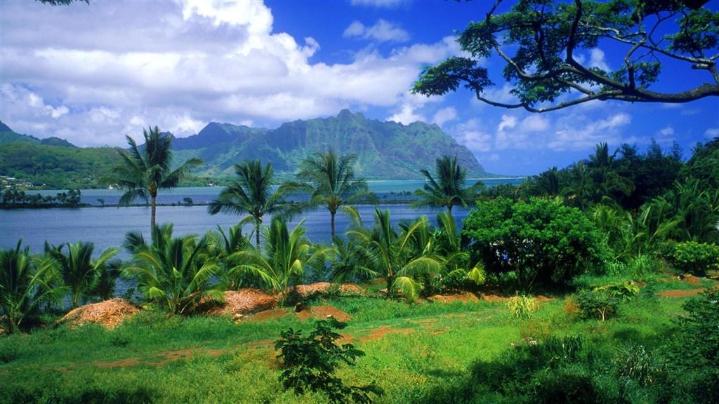 Kaneohe-Fish-Pond-Oahu-Hawaii