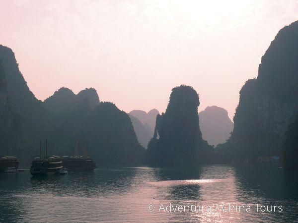Západ slunce v zátoce Halong