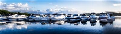 Jachty zakotvené v marině