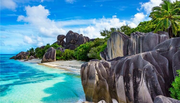 nádherná pláž na ostrově La Digue - Seychely
