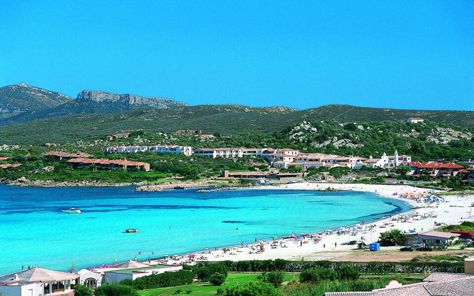 Pláž v Golfo di Marinella, Punta Marana, Sardinie
