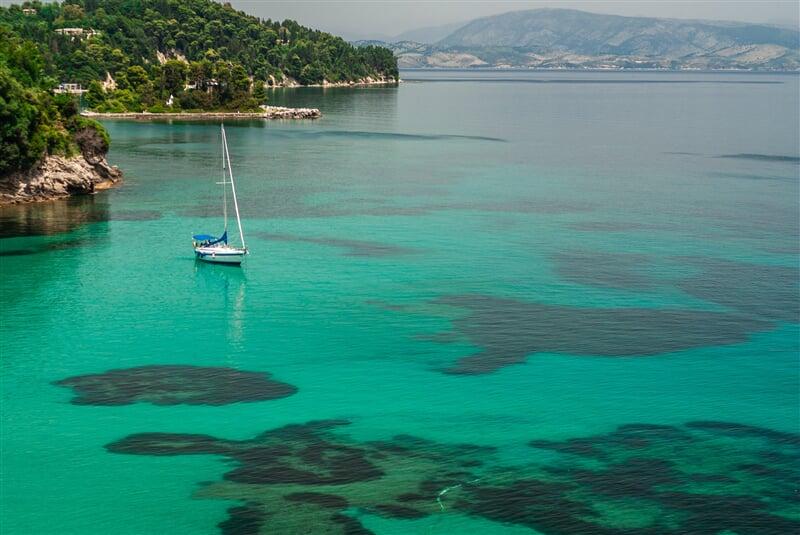 Nádherné zátočiny při pobřeží Korfu