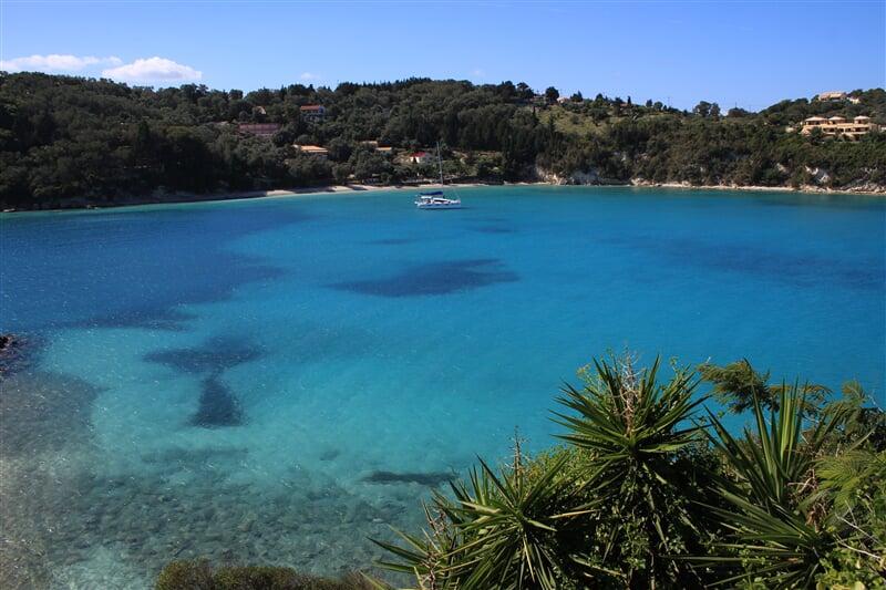 Záliv u vesničky Lakka na ostrově Paxos