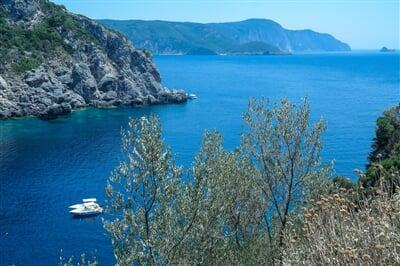 Zátočiny kolem ostrova Korfu