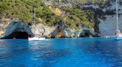Jeskyně kolem ostrova Paxos