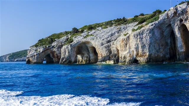 Jeskyně kolem ostrova Zakynthos