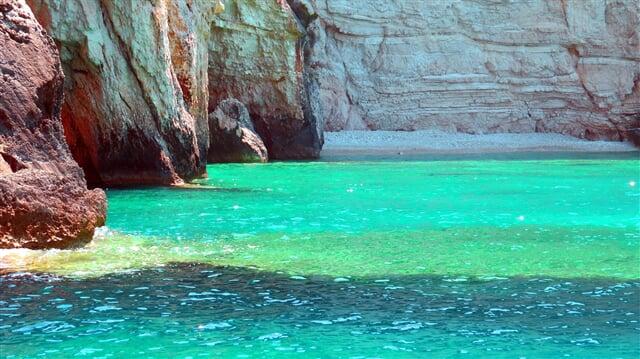 Barvy moře (rock, sea, colors)