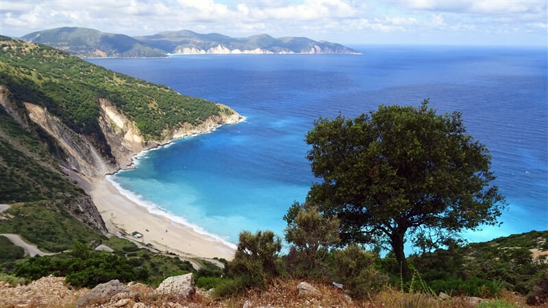 Pohled do modrých vod okolo řeckého ostrova Kefalonie (greece, island, cephalonia, kefalonia)