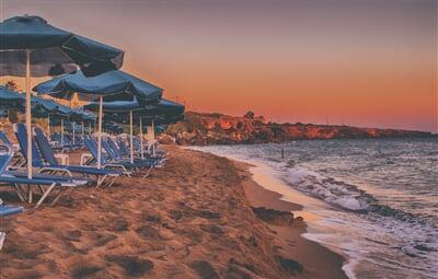 Pláž v zapadajícím slunci (seascape, island, sunset, moře, pláž, plážový servis)