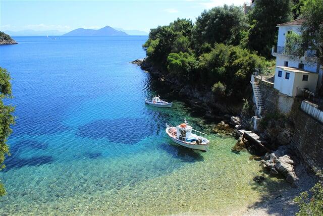 Jedna ze stovek zátočin na Kefalonii (řecko, greece, sea, boat, moře, kefalonia)