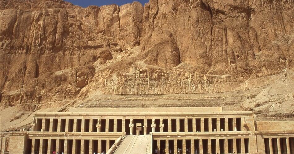 Poznávací zájezd Egypt - chrám královny Hatšepsovet v Deir el Bahrí