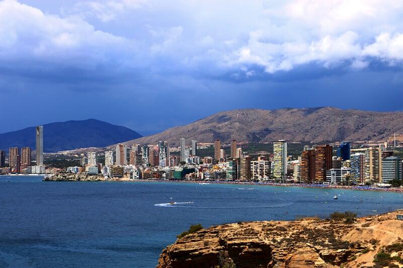 Moderní letovisko Benidorm na Costa Blanca ve Španělsku