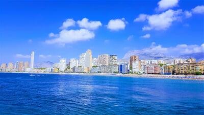 Pobřeží a pláž letoviska Benidorm, Costa Blanca