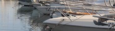 Plachetnice v marině