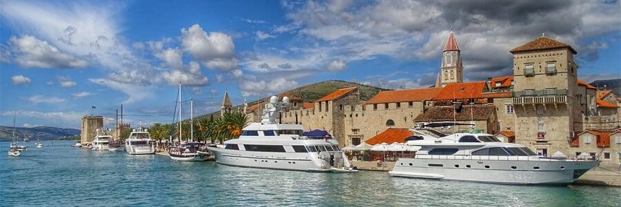 Trogir, perla Trogirské riviéry