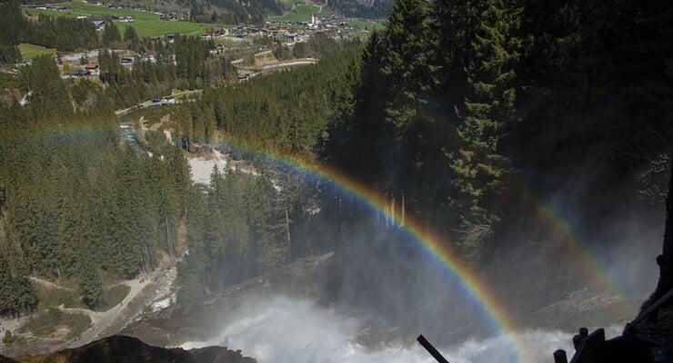 Pohled na Krimml od vodopádu