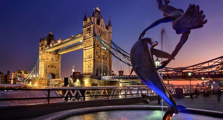 Tower bridge a mezník v Londýně