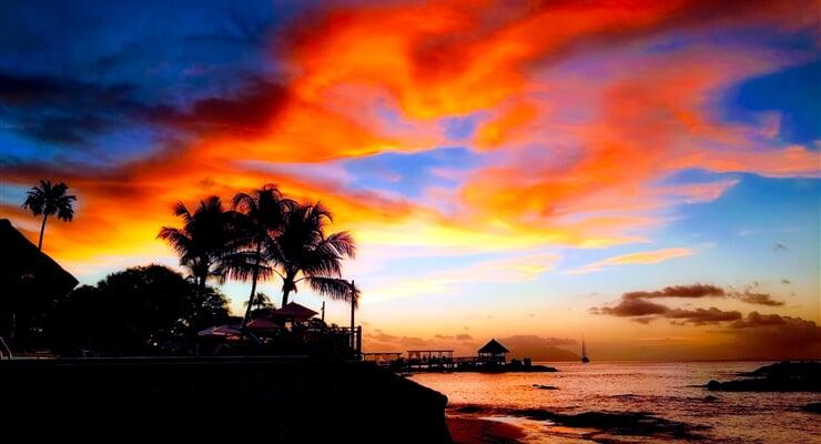 Západ slunce nad souostrovím Seychely