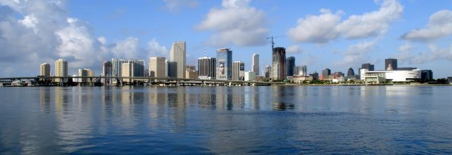 Miami - skyline - for - wikipedia - 07 - 11 - 2007 - by - tom - schaefer - miamitom