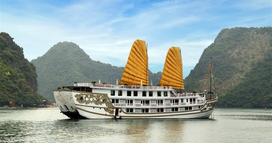 výletní loď v zátoce Ha Long Bay