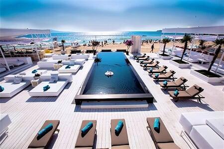 03_Bedroom Beach Club