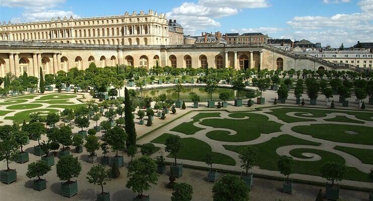 Paříž a blízký Zámek Versailles