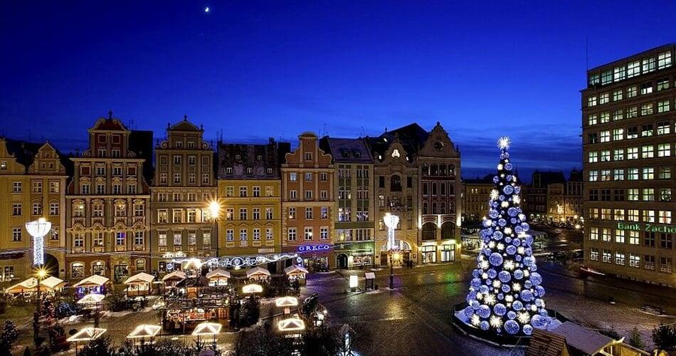 polsko - wroclaw - adventni - trhy - vanocni - strom - uprava