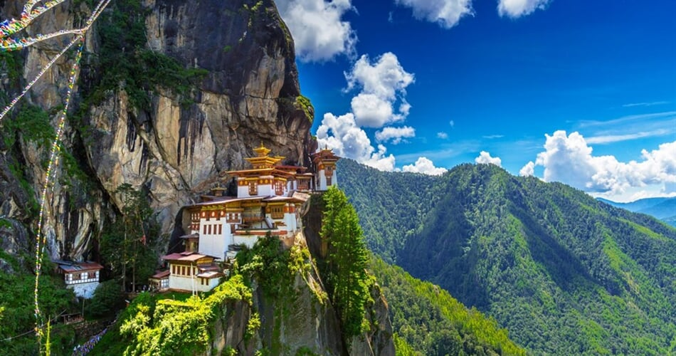 Taktshang Goemba, Tiger nest monastery, Bhutan_shutterstock_7910571641