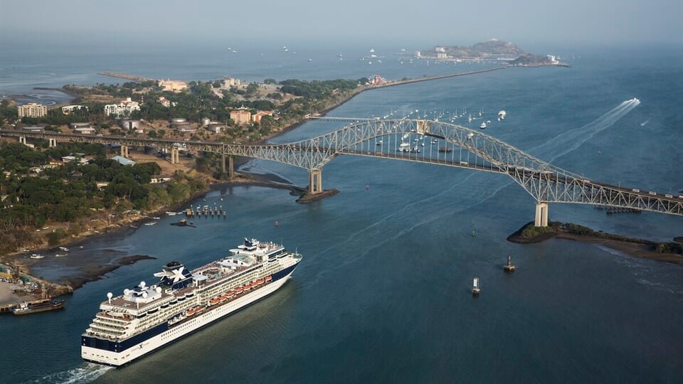 CEL IN ShipExteriorPanamaCanal 557