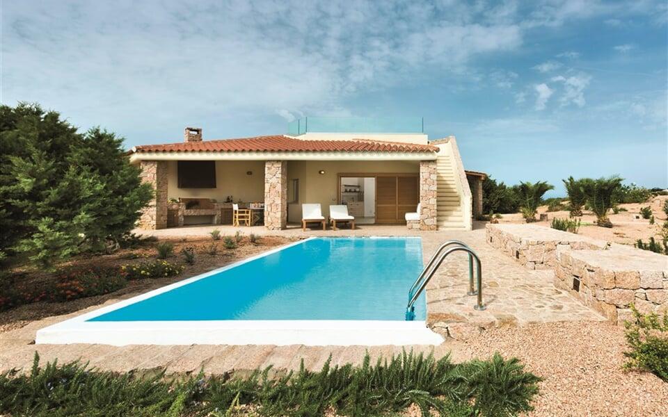 Vila ROMASINU s výhledem na moře a privátním bazénem, Isola Rossa, Sardinie, Itálie