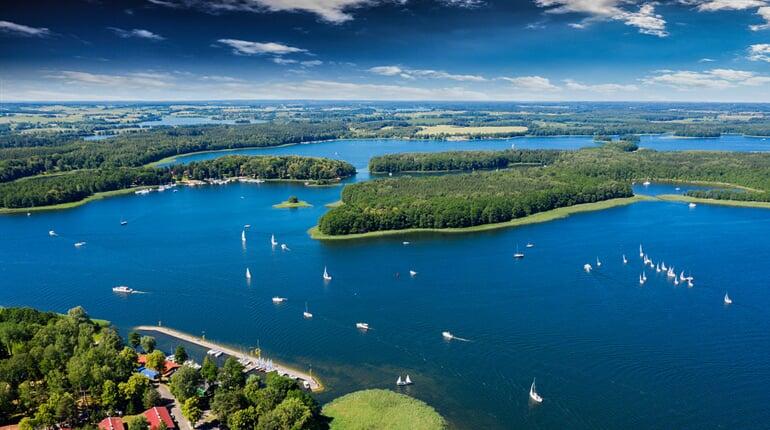 Foto - To nejkrásnější z Mazurských jezer + VLČÍ DOUPĚ + VARŠAVA (autobusem z Ostravy)