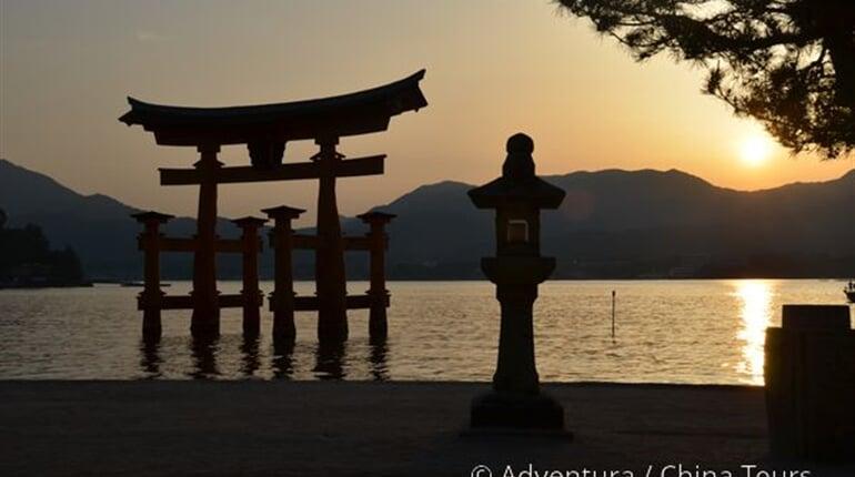 Brána torii na ostrově Mijadžima