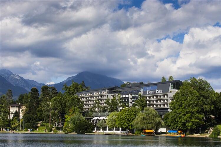 301 Park Bled.ext 26